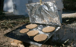 cociendo el pan de germinados al sol